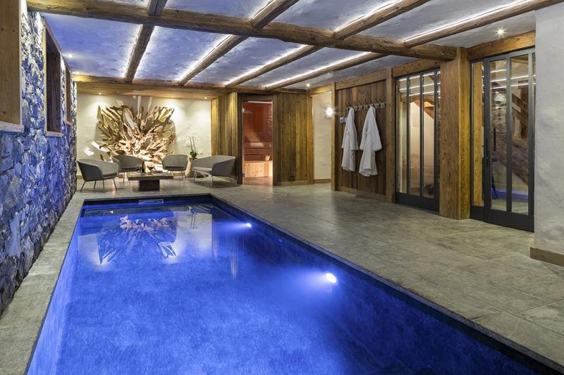 Piscine interieure chalet luxe grand bornand